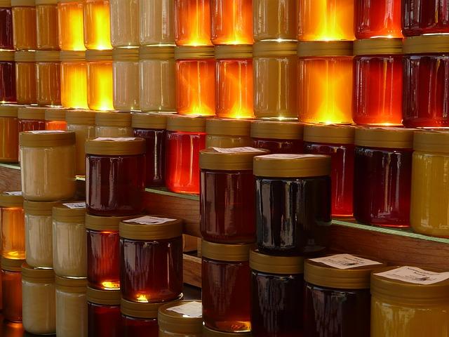 pots de miels différetnes couleurs